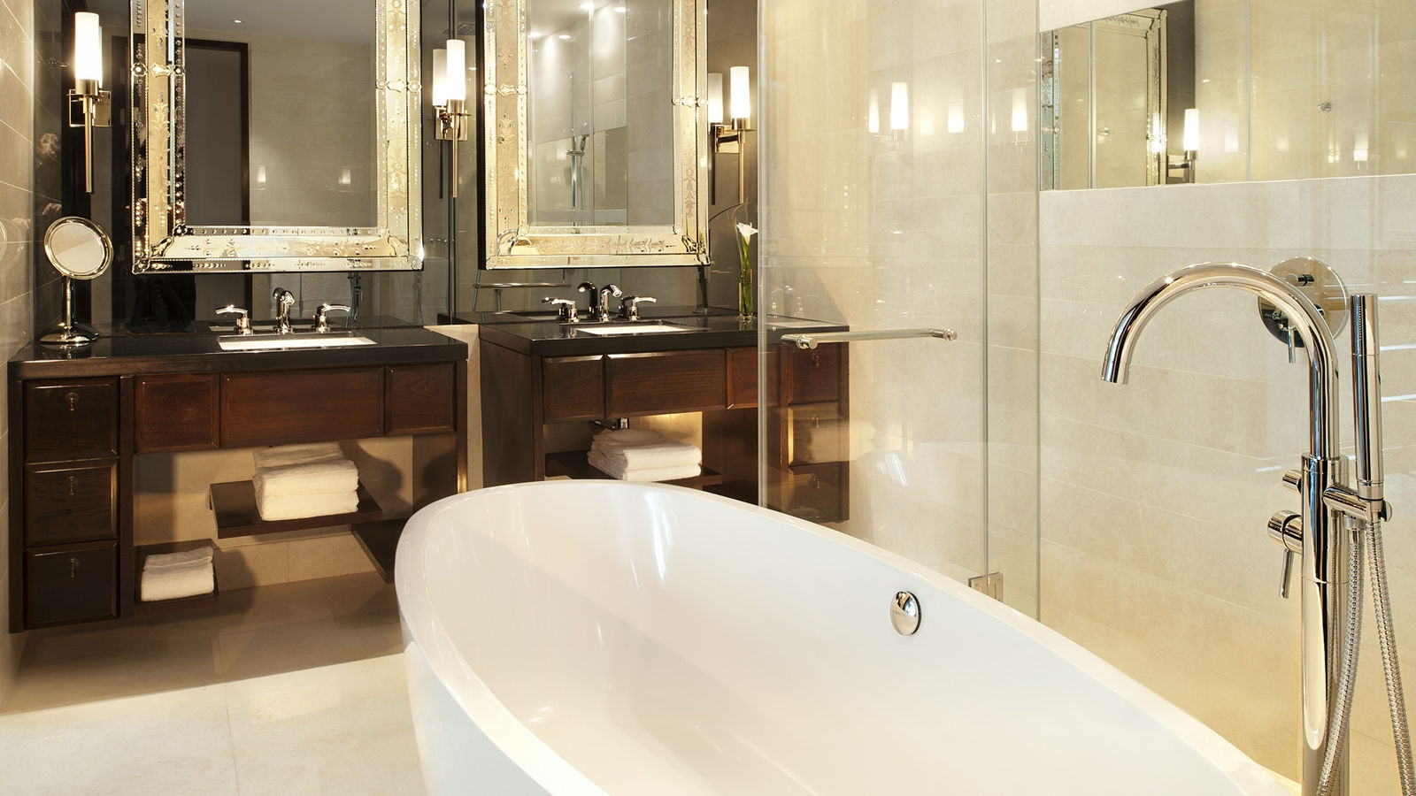 Grand Metropolitan Suite - Bathroom